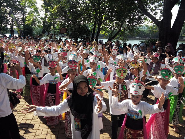 9). Colosal Kids Dance On Street Sunday Mass Traditional Culture Traditional Costume Cultural Dance Gathering in Jakarta, Indonesia