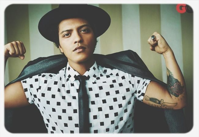Oh Sexy Boy So Sexy Boy Bruno Mars The Best Singer In The Hole World I LOVE HIM♥ I'm A Hooligan ! Bruno mars ???