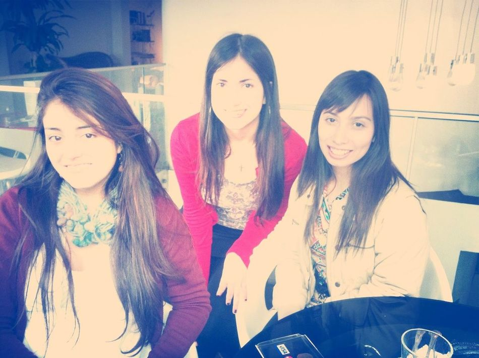 Con las pollisss Hanging Out