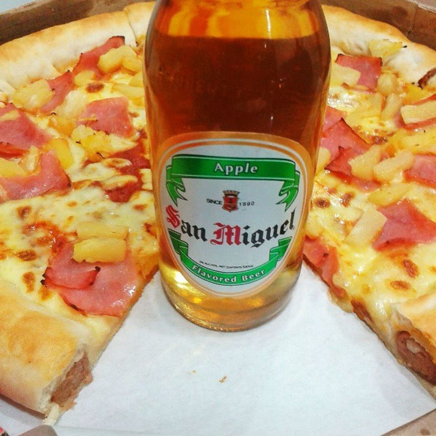 Oh so perfect forever-alone Friday. Pizzahut Sanmigapple