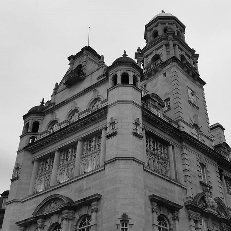 The old Royal Life building on Dale Street. Now a bar and some apartments, once a very prosperous and rich insurance company like a lot of the buildings in Liverpool. Igersmersey Igs_photos Ig_global_bw Ig_liverpool Bw Photography Bnw_rose Bs_world Ukpotd Visitliverpool Aloft Lookingup Mycity Liverpool Royal Rsa Top_bnw_phot Amateurs_bnw Monoart Bnw Bnw_zone Liverpoolarchitecture