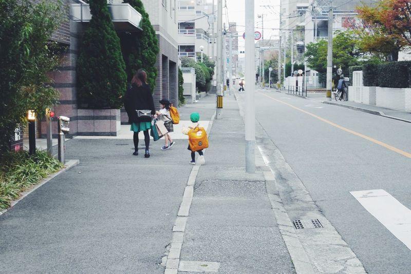 Urban Lifestyle Fukuoka Kids Streetphotography Funny Moments Big Bag