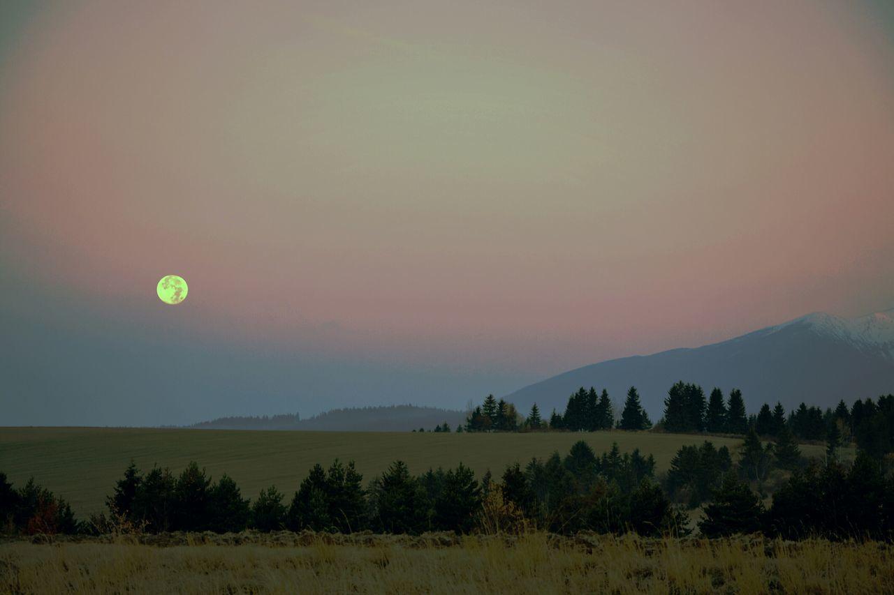 Full Moon Moon Moonset Mountains Morning High Tatras Tatry EyeEm Nature Lover Enjoying Life Check This Out