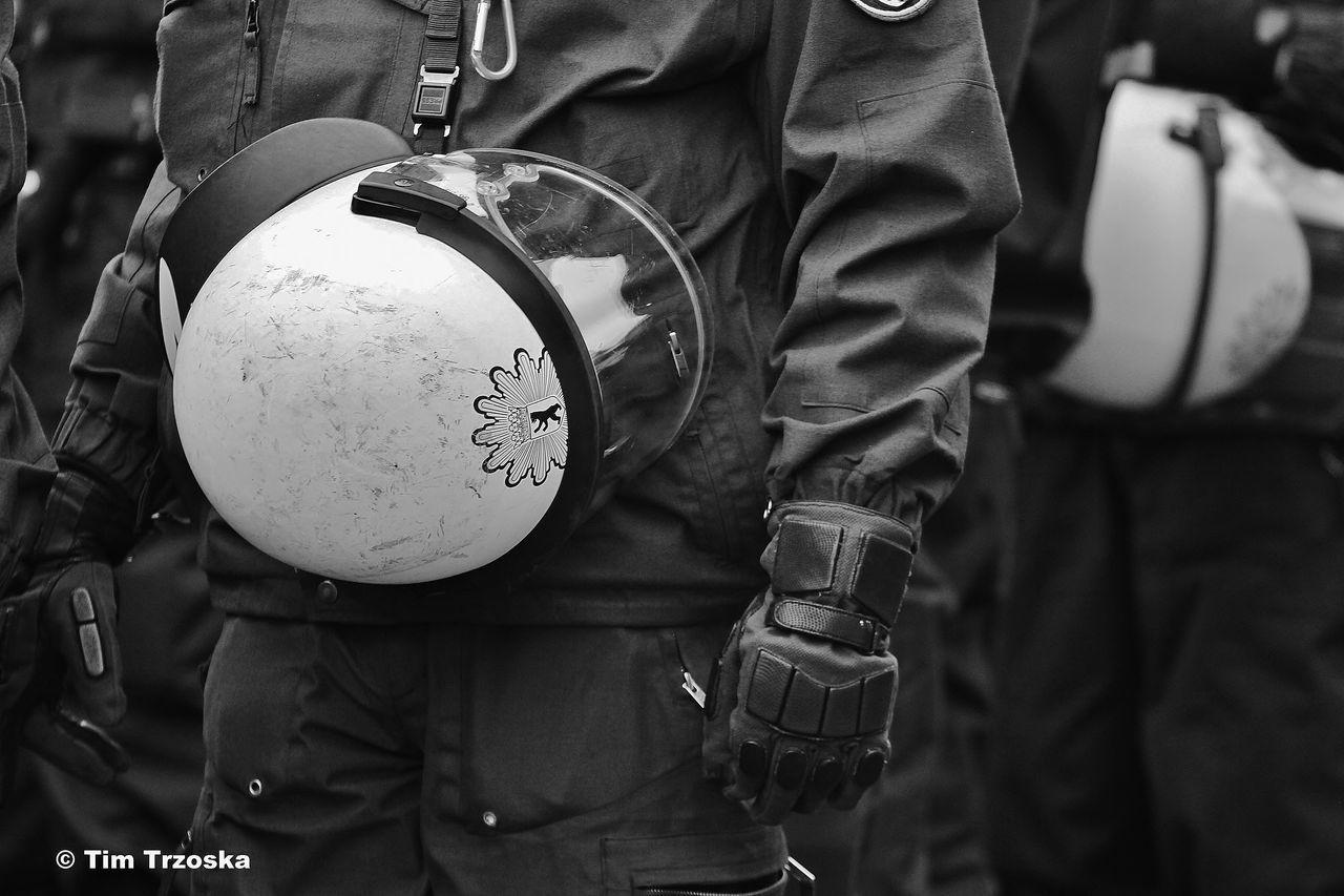 Berlin Demonstration Handschuhe Polizei Polizeieinsatz Schutzmann