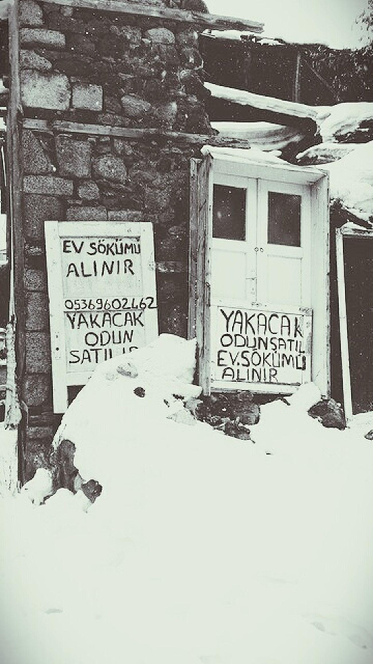 ev sökümü nedir bilmem ama alınır Erzurum Kar Eski Kapı Duvarilanı Evsökümü Kışlık Odun