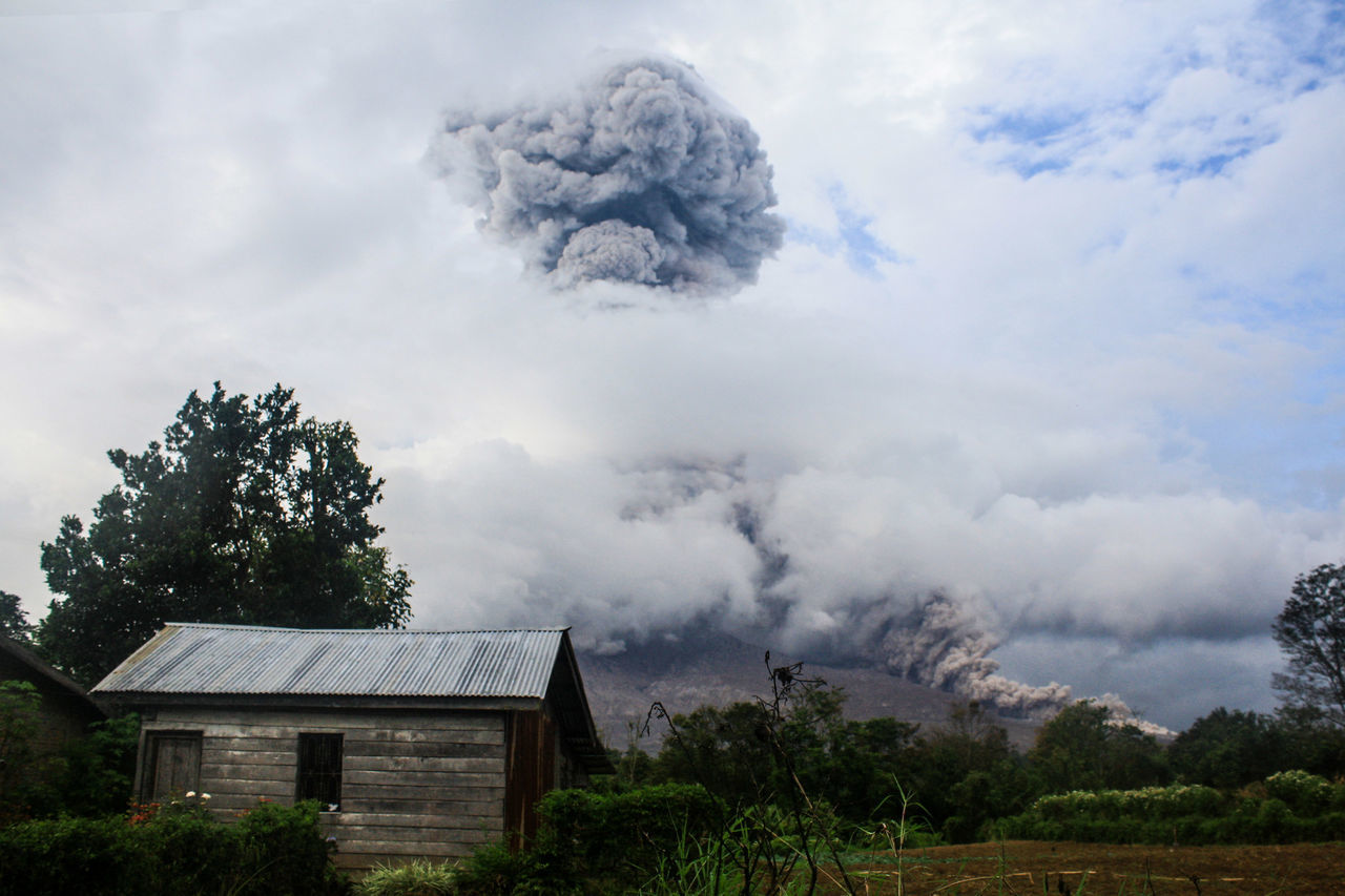 Sinabung to issue burst of hot air and material the known, as seen from the village Tiga Pancur and village Beganding, Karo, North Sumatra, 3rd September 2016. Cloudy Day EyeEm EyeEm Best Edits EyeEm Best Shots EyeEm Gallery EyeEm Nature Lover EyeEmBestPics Eyeemphoto Foto_tri Jurnalist Nature No People Pewartafoto Pewartafotoindonesia Pfimedan Sinabung Sinabung Sumatera Utara Sinabungeruption Sky