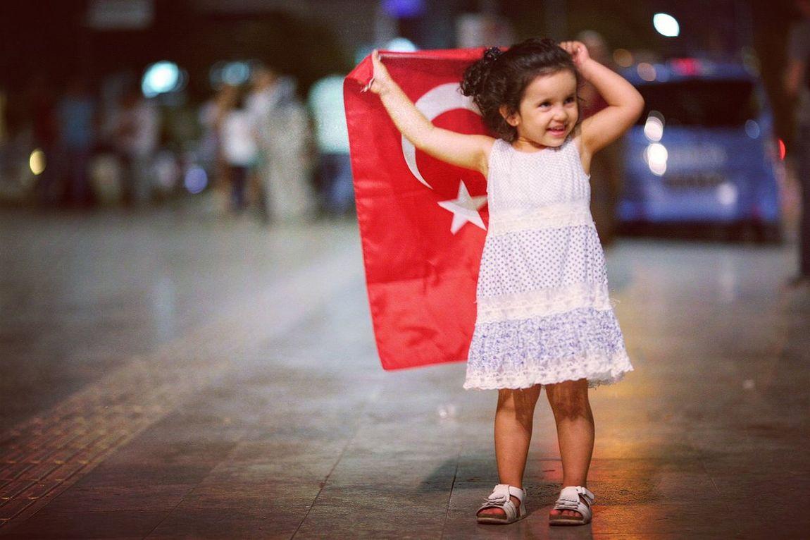 Türkiye Turkbayragim Türkbayrağı Demokrasimeydanı Manisa  Eyem Türkiye Benimkadrajim Canon 5dclassic 135mmf2l Hello World çocuk Tatlılık Tatlıkıss Love Türkiye 💙💛