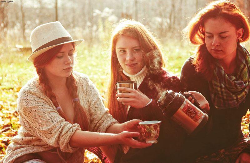 Tea Teaparty Picnic пикник чаепитие Чай тепло Heat Autumn осень рыжие волосы рыжие Country Girls девушки солнце Sun Ginger Girl атмосферно Atmospherically First Eyeem Photo