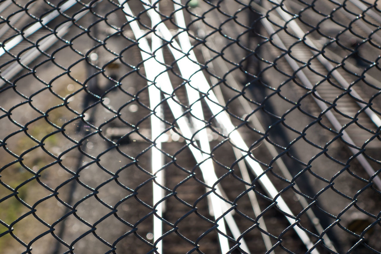 Backgrounds Bridge Brücke Close-up Extreme Close Up Fence Focus On Foreground Full Frame Geometric Shape Gleise Hackerbrücke Maschendrahtzaun Mesh Wire Fence No People Outdoors Pattern Protection Rails Urban Zaun