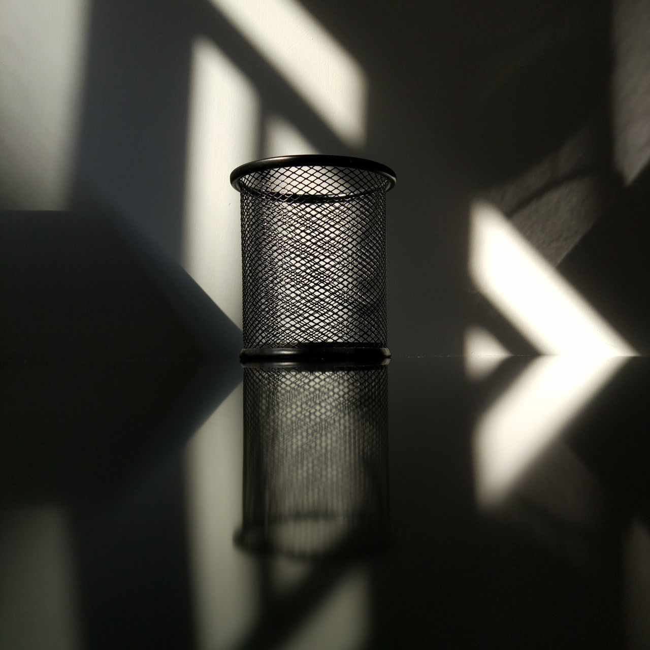 时光在墙上爬 ,人在慢慢走。(Time Walks , Life Flies) Shadow No Edit/no Filter MIphotography No People Tranquility Black And White Light Indoors  Light And Shadows Life Time Reflections Symmetry Thinking About Life StillLife Stillness In Time Stillshoot