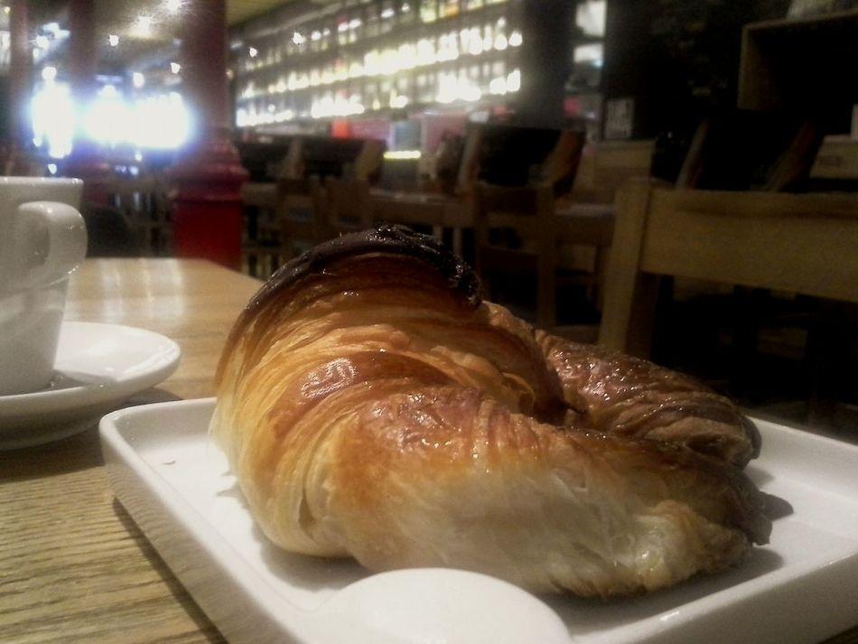 Samsung Galaxy Express Hello World Croasant Desayuno Bar Barcelona España