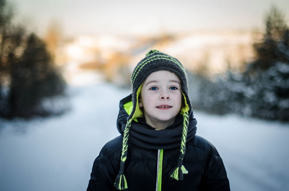 Beautiful stock photos of freunde, winter, warm clothing, knit hat, portrait