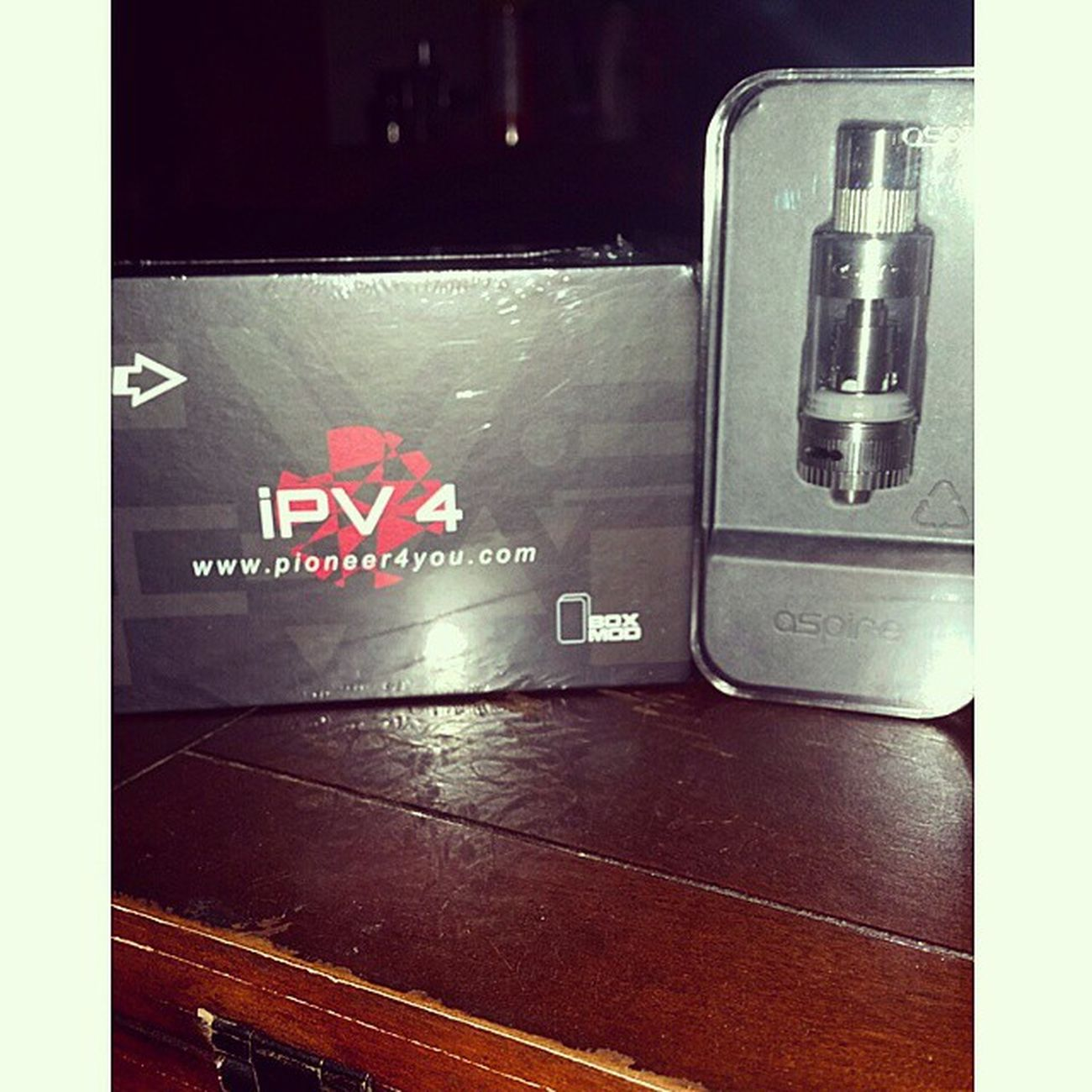 Mod has arrived!!! Boxmod Vape Ipv4 Black Atlantisv2tank Variablevoltage Variablewattage Temperaturecontrol 100W Thank you @vapesocietysupply for the crazy fast shipping!