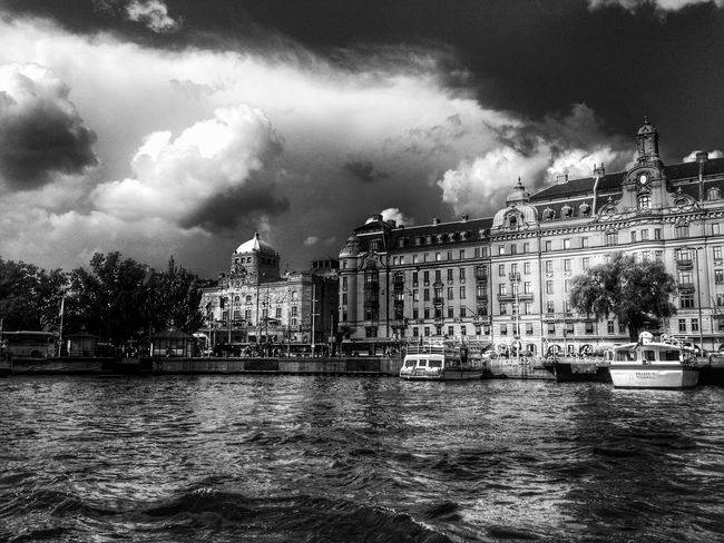 Describe the color you see in this picture ... Color Palette Built Structure Stockholm Waterfront Architecture Sky City Tourism Cloud Cloudy Boatride History Buildings Blackandwhite Monochrome