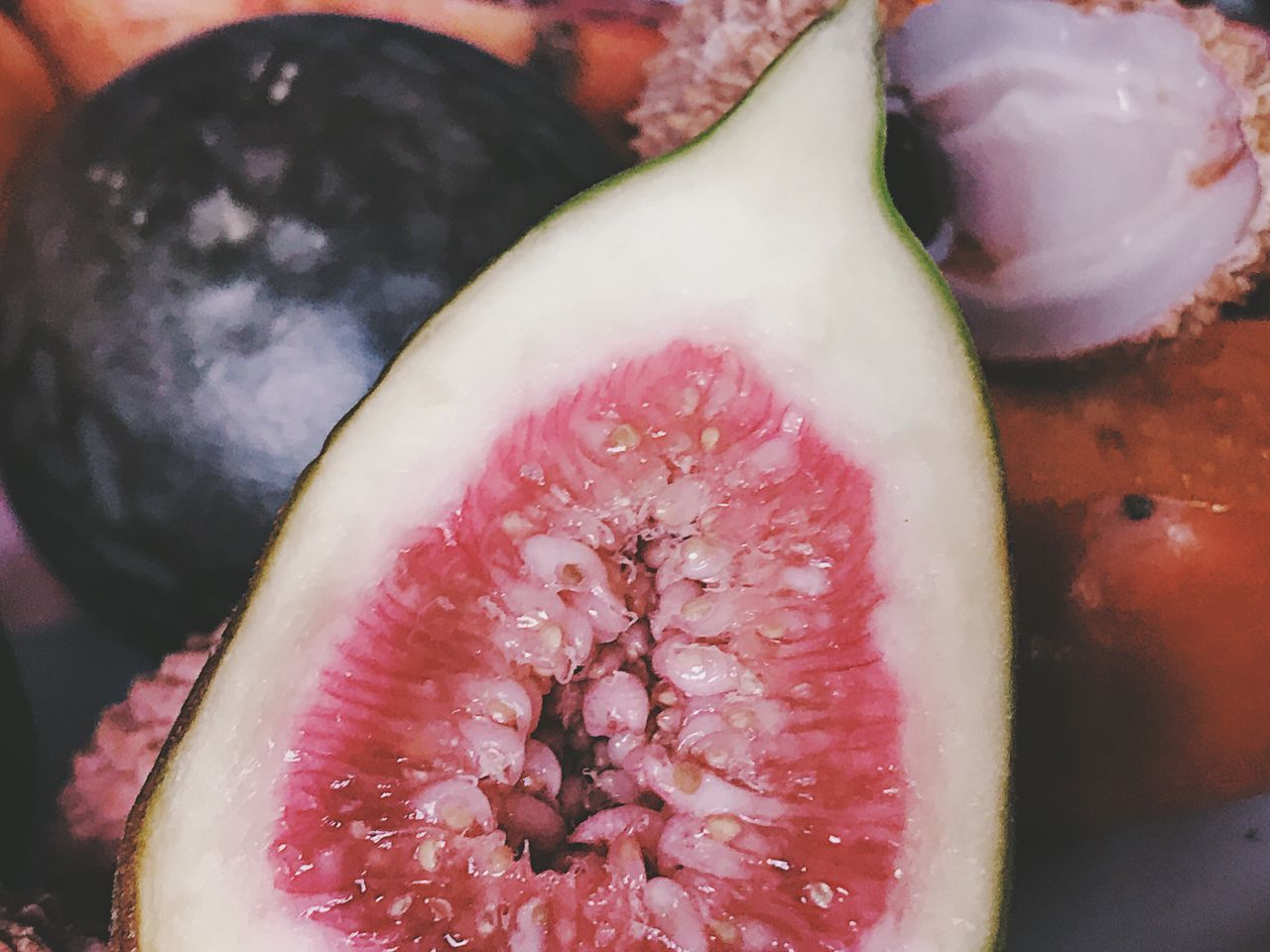Freshness Healthy Eating Close-up Food And Drink Food Fruit SLICE No People Cross Section Indoors  Halved Seed Day Still Life Juicy Fruits Closeup Close Up Exotic Fruits Exotic Fruit Ready-to-eat Indoors  Seeds Figs Fig
