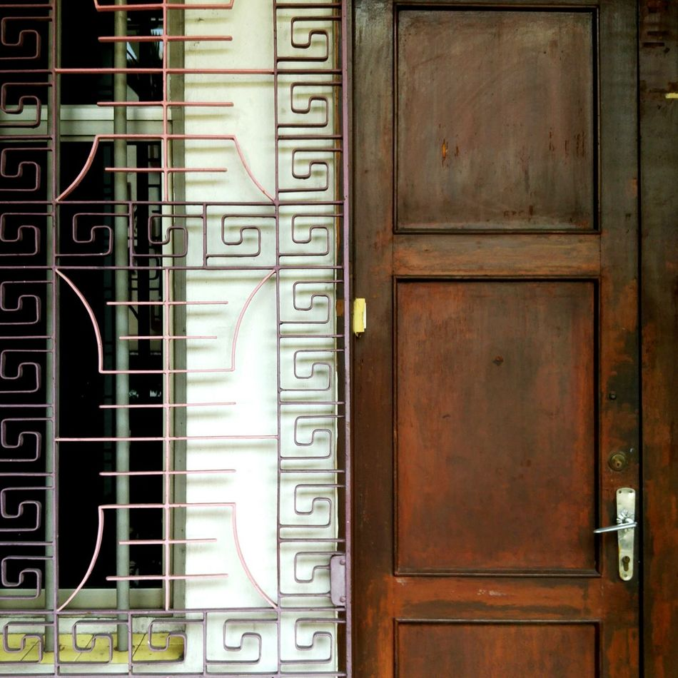Oldschool Door... Architecturelovers Architecture Streetphotography Travelphotography Urban Geometry Everyday Objects Streetscape Design