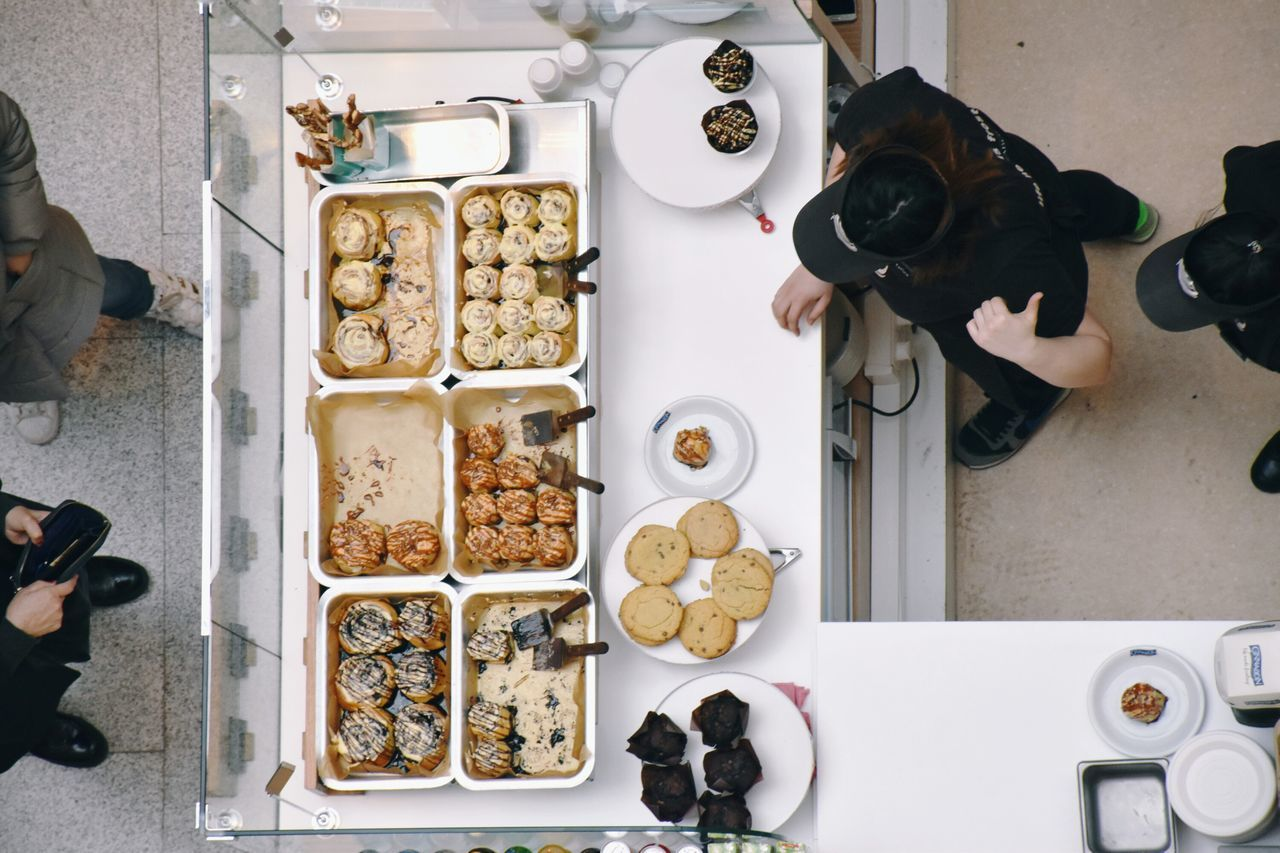 Indoors  Table Sweet Food Food Food And Drink High Angle View Indulgence People At Work People And Places Popular Cashier  Making Sweets Making Food People Modern Marketplace Sweets Top View Caffè Choice Day Ready-to-eat Variation Business Finance And Industry Arial View The Street Photographer - 2017 EyeEm Awards