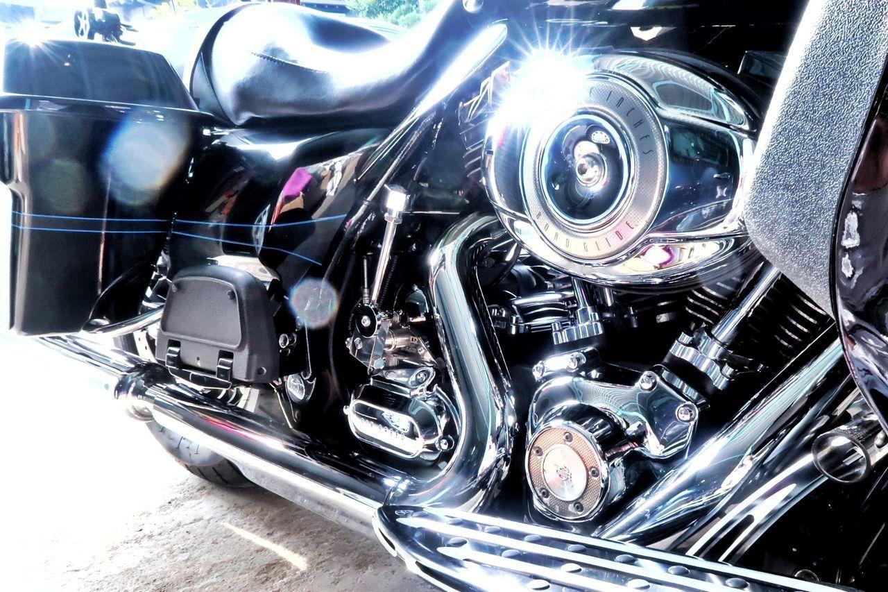 ハーレー ハーレーダビッドソン オートバイ アメリカン バイク 機械 ピカピカ Harley Davidson Roadglide Motorcycle Machine American Car Transportation Mode Of Transport Land Vehicle Luxury Close-up Road Beautiful Machine Beautiful EyeEm EyeEm Gallery 写真撮ってる人と繋がりたい 写真好きな人と繋がりたい