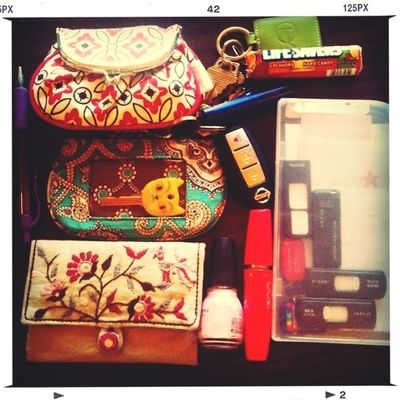 what's in my bag by Laura O'Hanesian