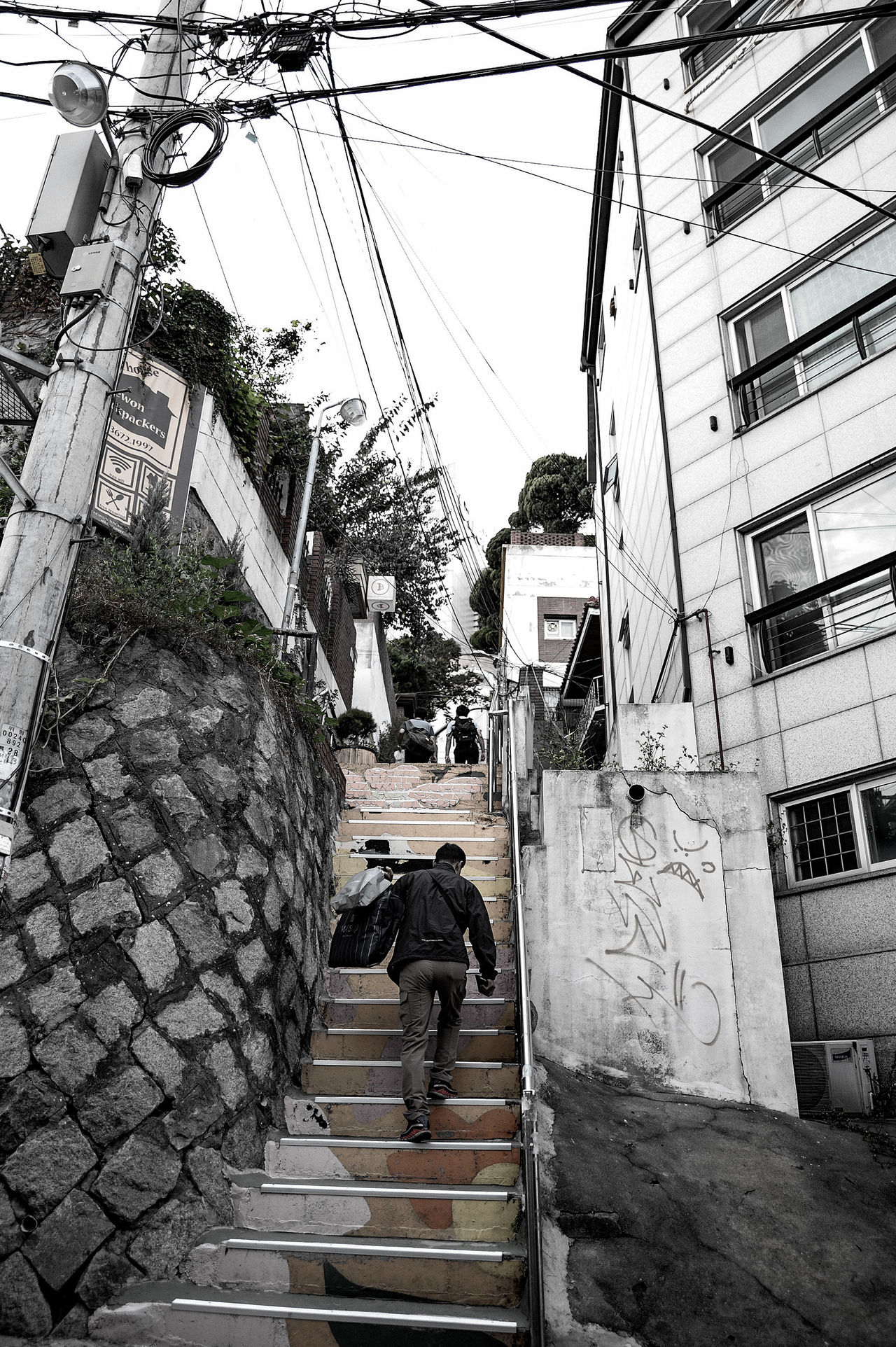 Lifestyles Relaxation Residential District Street Monochrome Photography Itaewon Relexation Cityscape Snapshot Getting Inspired✨ Feeling Inspired Itaewon Freedom Seoul Korea City City Life Snapshots Of Life Getting Inspired TakeoverContrast Colors And Patterns Monochrome MonochromePhotography