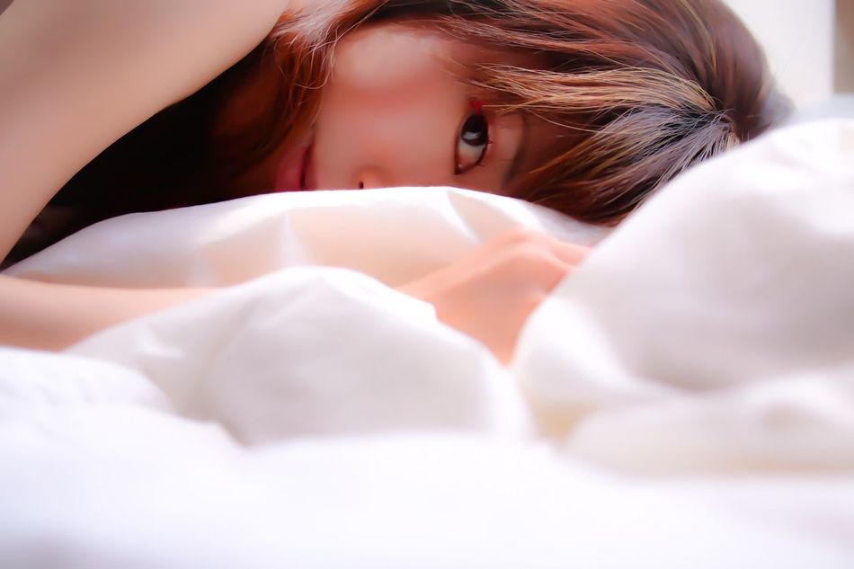 I don't know what kind of expression you are making♡ My Unique Style Bed Lying Down Real People One Person People The Human Condition Bedroom Lifestyles Women Close-up Day Lifeisbeautiful Relaxing ThatsMe Enjoying Myself