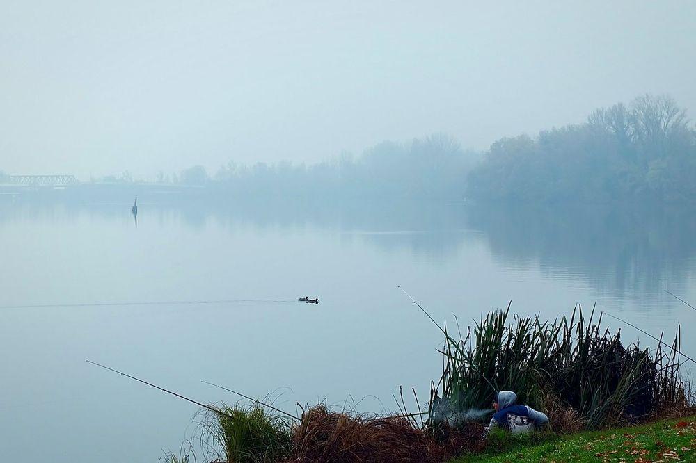 A fisherman in Mantua (December 2015). Mantova Mantua Lake Lago Fisherman Pescatore Autumn Mist Fog Nebbia Lombardia Solitude Fujifilm