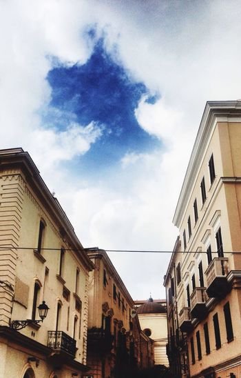 Un buco nel cielo. Taking Photos Clouds And Sky Traveling Cityscape