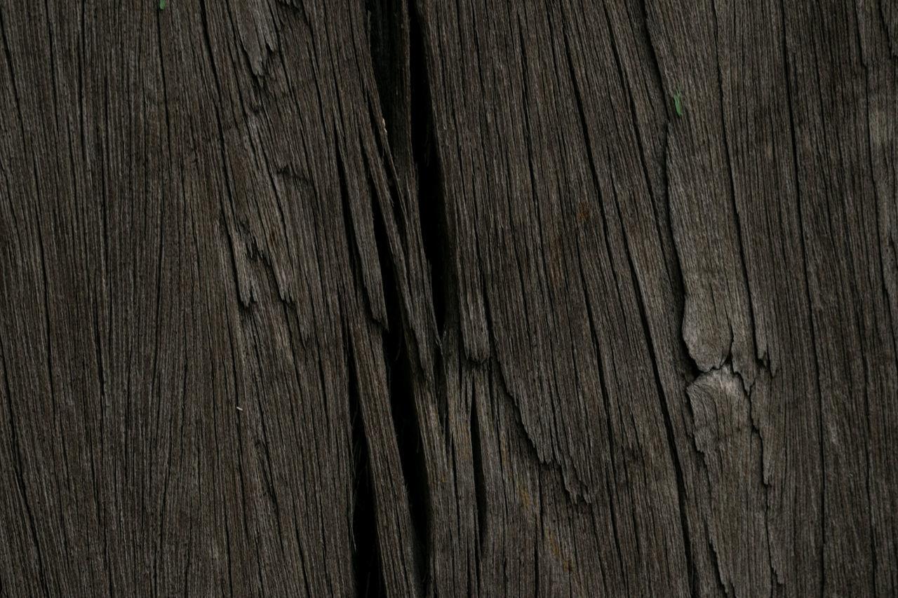 Full Frame Shot Of Cracked Textured Plank