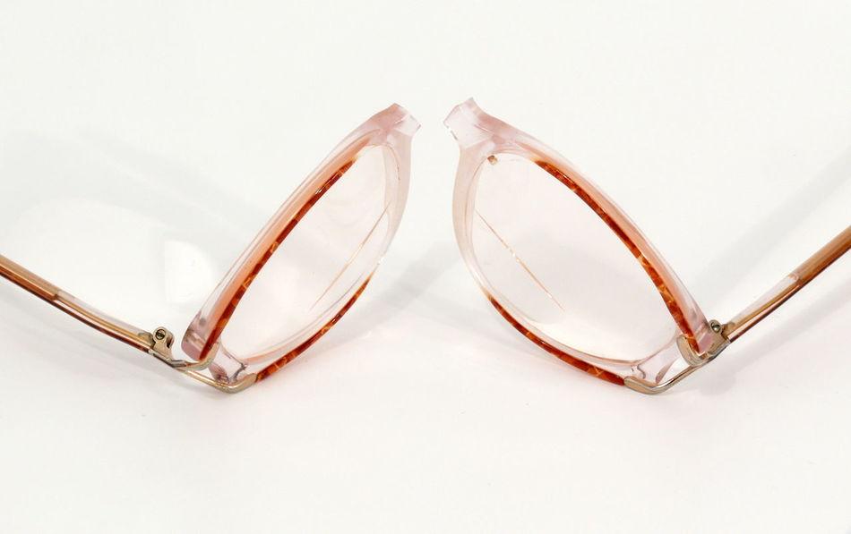 Brille Brillengestell Broken Broken Glass Broken Glasses Close-up Day Eyeglasses  Frame Glasses Indoors  No People Spectacle Frame White Background Zerbrochen