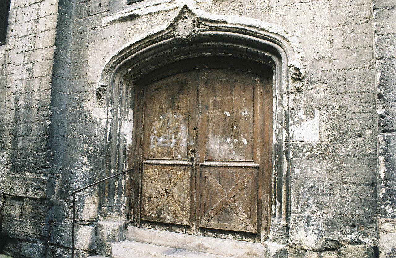 door, architecture, built structure, entrance, day, building exterior, no people, history, outdoors, close-up