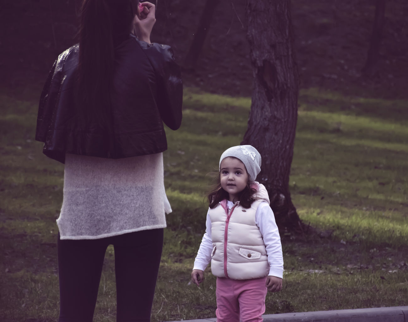 Up Close Street Photography Capture The Moment Casual Clothing Children Cute Day Focus On Foreground Front View Girl Grass Leisure Activity Lifestyles Mather And Children Outdoors Person Portrait Standing The KIOMI Collection Toothy Smile Warm Clothing Women Who Inspire You