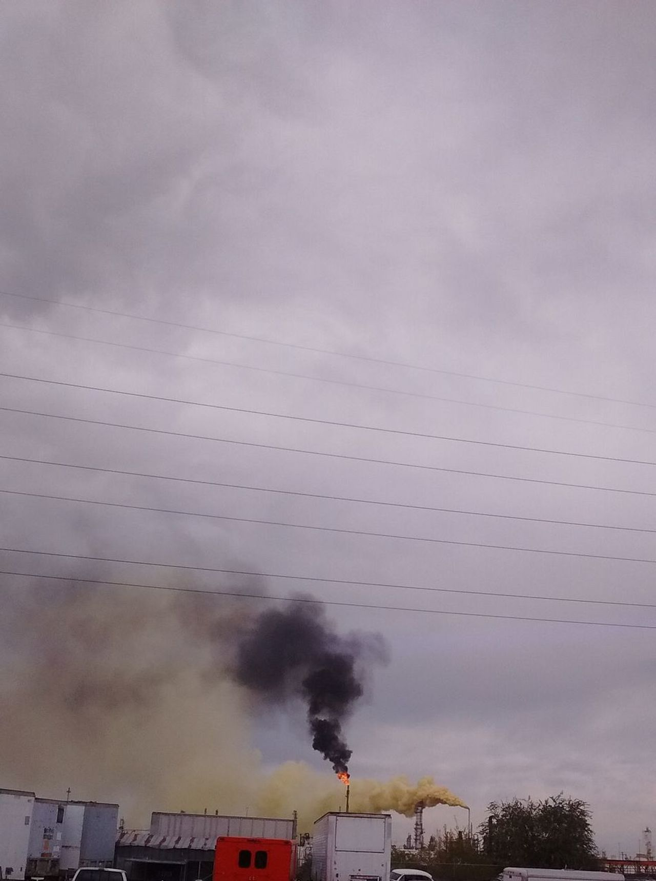 """2016 Suncore Refinery """"Yellow Plume"""" Commerce City, Colorado ENVIRONMENTAL HAZARD as it was happening. 911 Chimney Cloud - Sky Danger Day Denver Colorado  Emergency Emitting Epa Factory Fumes Hazmat Team Firefighters Help Industry Nature Sky Smoke - Physical Structure Smoke Stack Vapor Trail"""