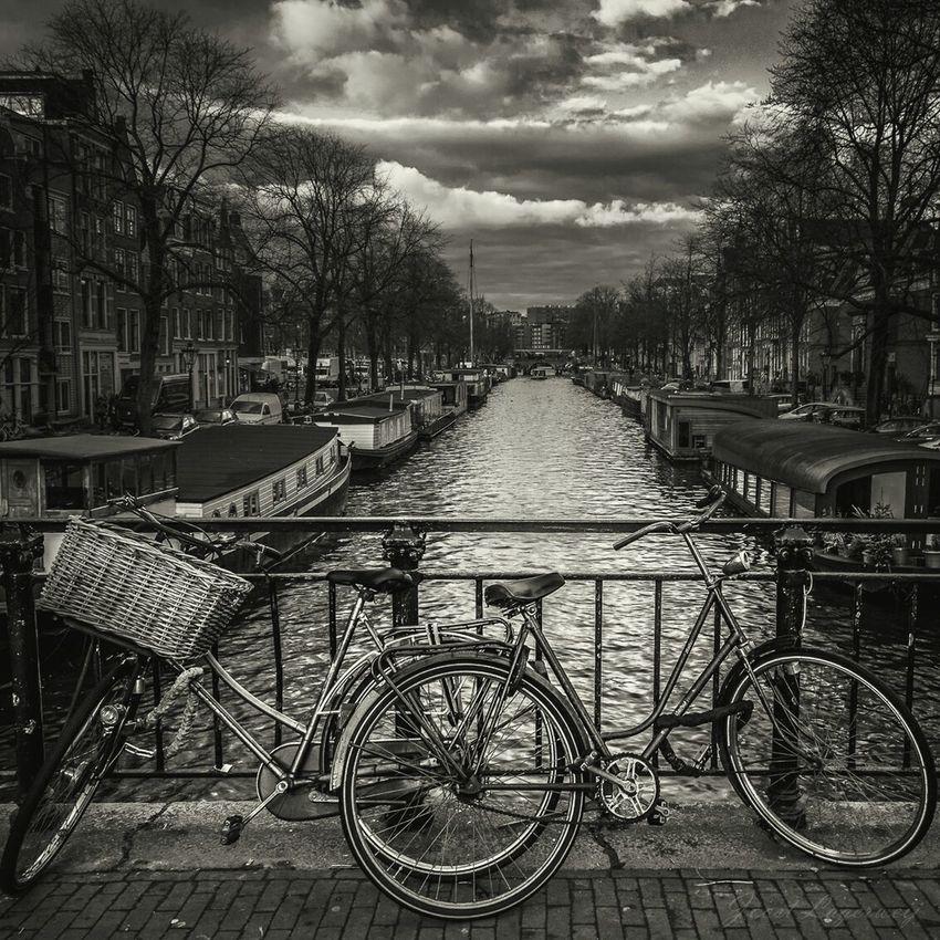 In Amsterdam Amsterdam Canal Amsterdam.nl I Love Amsterdam In Amsterdam Taking Photos EyeEm City Shots Netherlands Sightseeing Eyeem Monochrome Blackandwhite Photography Your Amsterdam