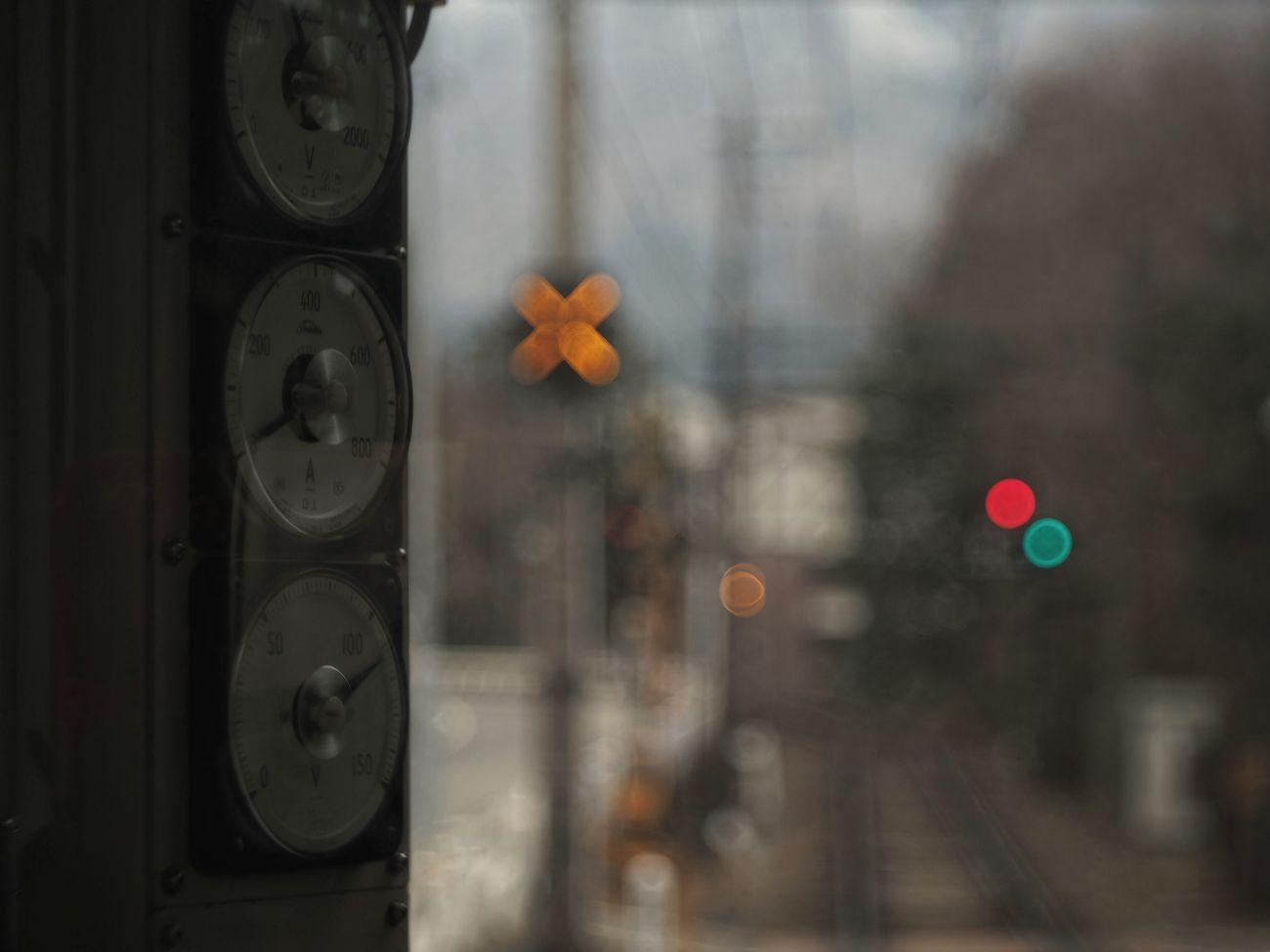 ✕と○ X Mark Bokeh Lights Meters Railroad Crossing From Train Window Capture The Moment Light And Shadow Getting Inspired Bokeh Photography 車窓から 踏切 箱根登山電車