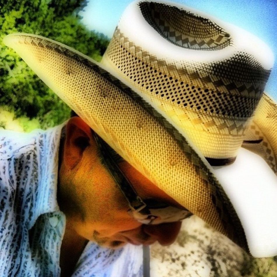 Here's a Selfie that my beautiful wife @zenii took and edited for me one day in Zapataranch Munozranch back in the summer. Hope y'all are having a wonderful Thursday. Resistolhats stetsonshirts burberry sunglasses mesquitetrees