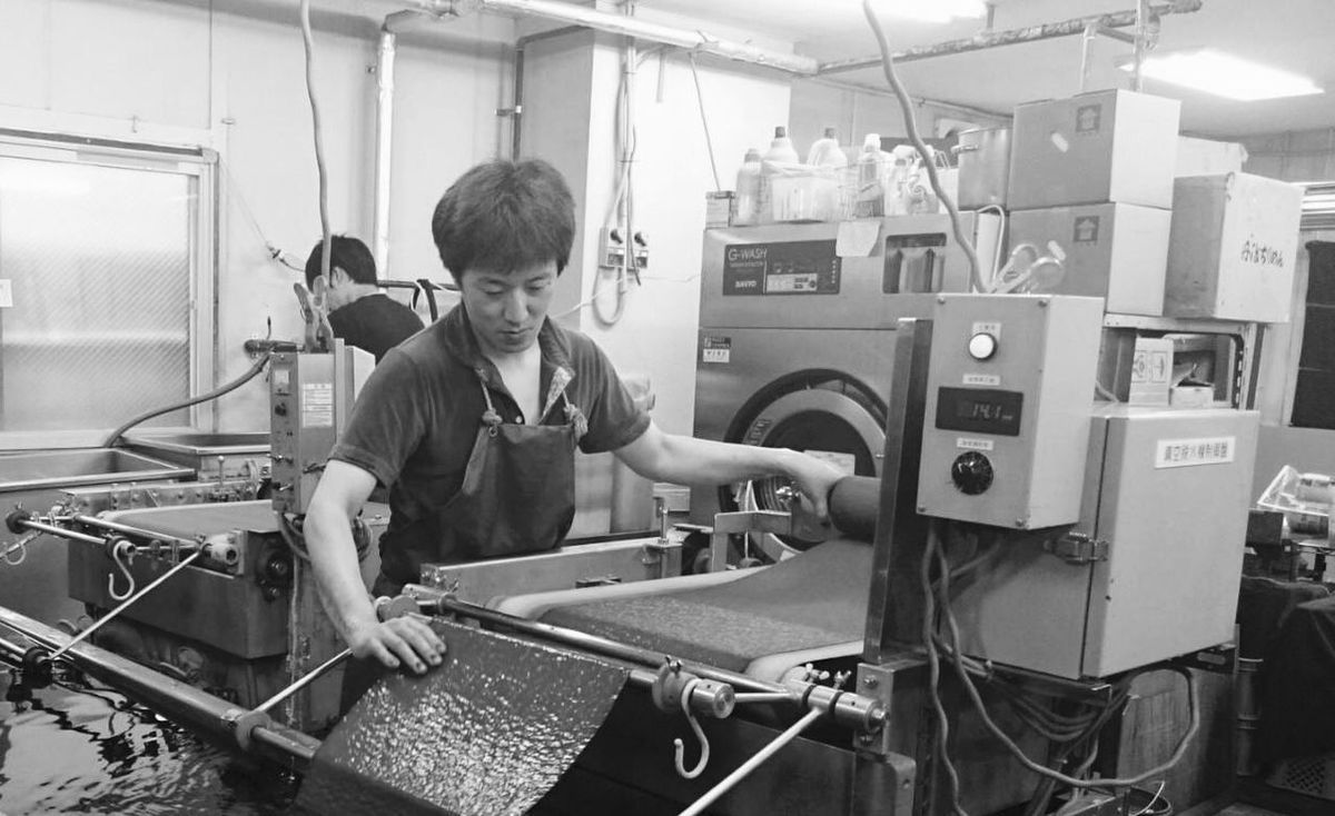 Manufacturing Equipment Business Finance And Industry Industry Indoors  Technology Occupation Skill  Real People Factory One Person Working People Young Adult Adult Adults Only Day Metal Industry