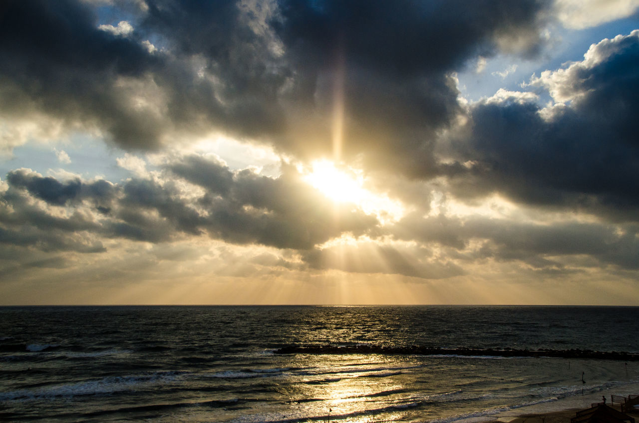 sea, scenics, beauty in nature, horizon over water, water, tranquil scene, tranquility, sunset, nature, sun, sunbeam, idyllic, sky, sunlight, reflection, cloud - sky, no people, outdoors, beach, day