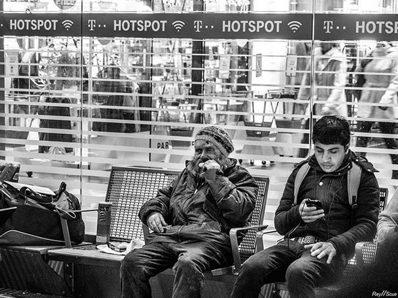HotSpot Reyscue Street Moments Frankfurt Germany Outdoor Bw Urban Social Documentary Homeless People Olympus Mft Pictureoftheday Picoftheday Bestoftheday Instagood Photoof Bw_street White Black Blackandwhite Streetphotography Sadness 1 2 3