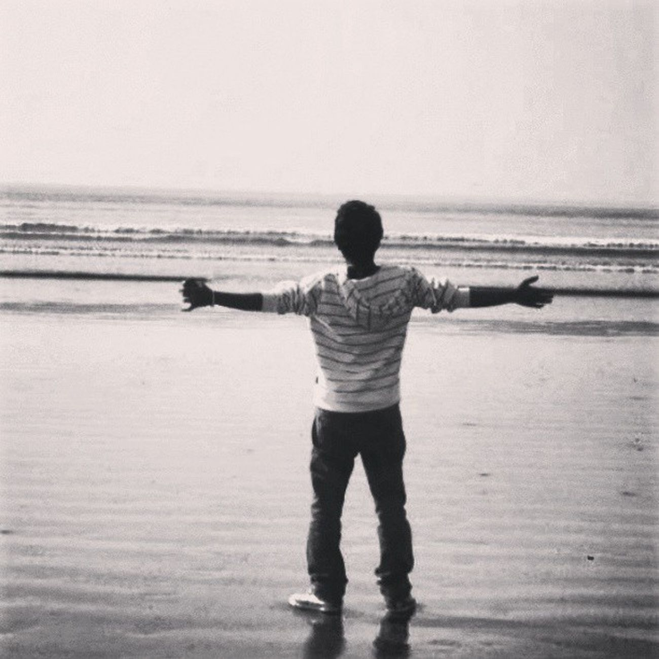 Taken at beach :D Beach Pakistan Karachi Seaview Cool Blacknwhite Awesome Old