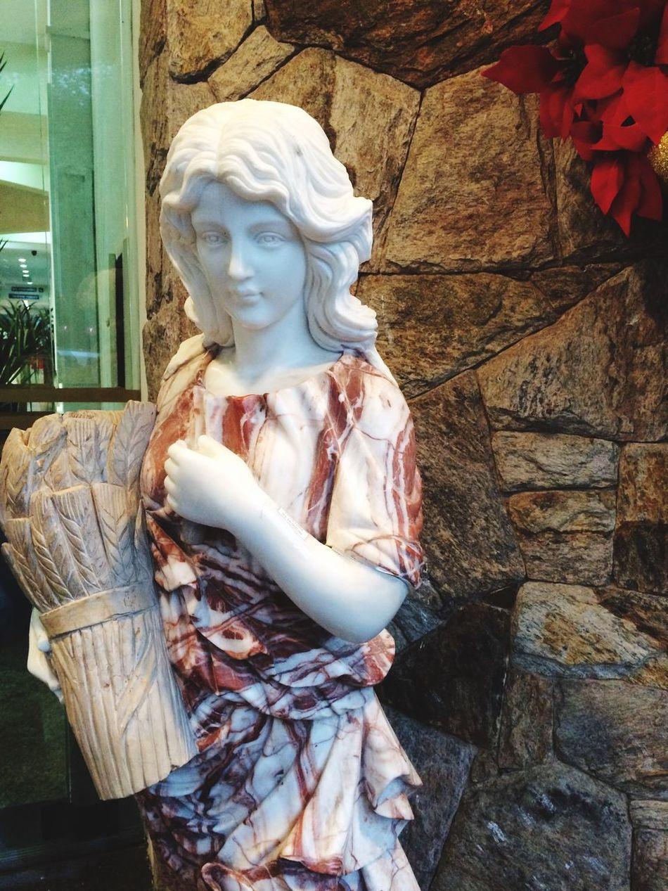 Camposdojordao Art And Craft Statue Human Representation Creativity Sculpture Female Likeness No People Day Outdoors