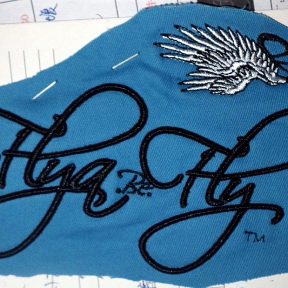 Flyabefly Fontsample Text Wings blue