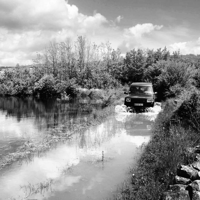 Land Rover discovery 300tdi Overlanding Overland Landrover  Landroverdiscovery Water River Blackandwhite B&w