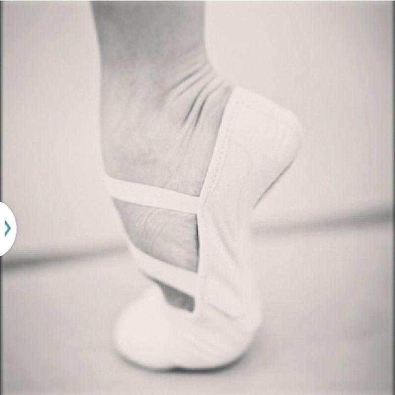 My demi pointe... Balletworld Balletintheworld Ballerino Balletboy boy ballet maledancer dance dancer dancing dancinginlife myself dream ballerino demipointe pointe classicaldancer classicalballet classical