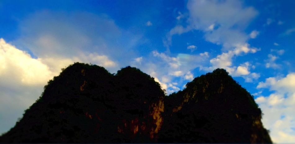 Landscape Tadaa Community EyeEm Nature Lover Mountains Sky And Clouds IPhone Photography 黄昏金阳,紫云翠峰......风驰电掣过阳春。