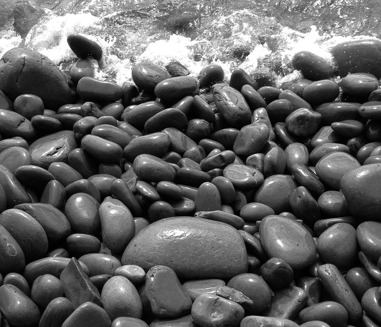 water, full frame, abundance, no people, pebble, backgrounds, nature, outdoors, day, beauty in nature, pebble beach, close-up