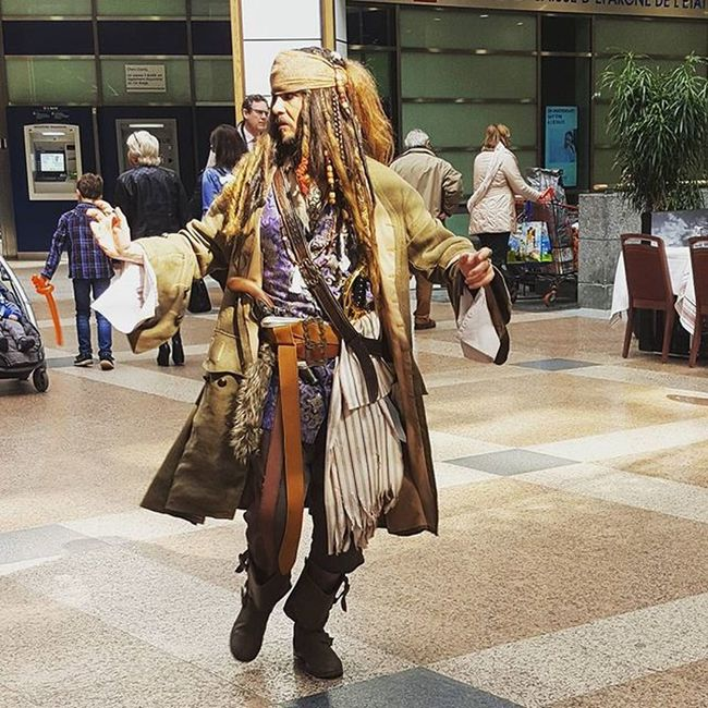 Just buying lunch 😄 Lunch Lunchtime Lunchtimefun Captainjacksparrow Captain JackSparrow Jacksparrowlookalike Shopping Mall Blogger_LU Lifestyle Love Cool Awesome Pirates Pirates Funny Funtime Piratesofthecarribean
