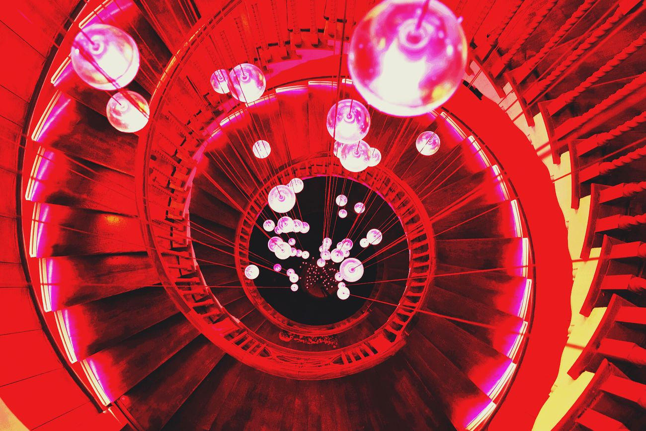 Wieder eine Traumtreppe gefunden, im schönen London! Architecture Photography The City Light Up And Down Stairs Smgtreppen Stairway To Heaven EyeEm Masterclass Steps And Staircases Mobilephotography Geometric Shapes Tadaa Community EyeEm Best Shots Steps And Staircase From My Point Of View Creative Power Architecture_collection Traveling The Week Of Eyeem Treppen Stairs Escaleras Treppenhausfreitag Architecture High Angle View Indoors  No People Day