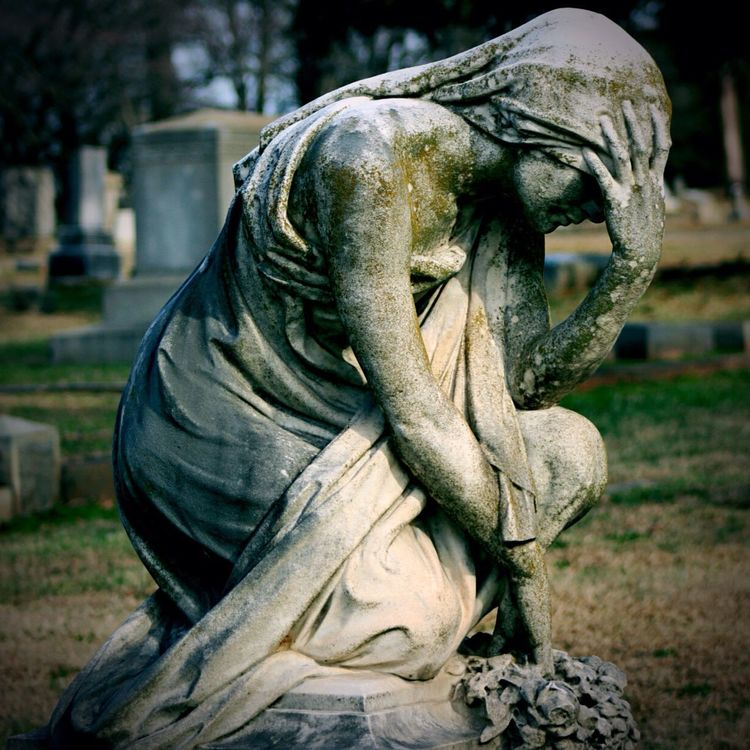 Grief is the purest measure of love... Sculpture Focus On Foreground Outdoors Statue No People Close-up Day Statues/sculptures Cemetery Photography Eyemphotography Human Representation Greif Woman Sculptures