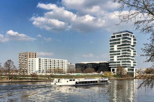 My Fuckin Berlin Mediaspree wächst drüben in Friedrichshain Spree Gentrification
