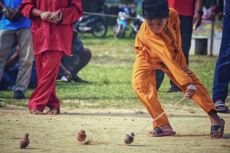 Gangsing Gasing Spin Spinner Wood - Material Day People Childhood Culture Performance Performing Arts Event Tradition Culture And Tradition Arts Culture And Entertainment Outdoors Boy Spin Top Child Playing Motion Traditional Spintop Traditional Sport Moment Action